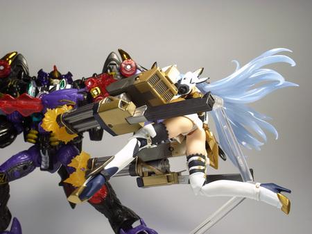 鋼の女神、猛撃
