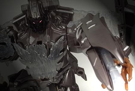 鋼の叫びが、世界を震わす